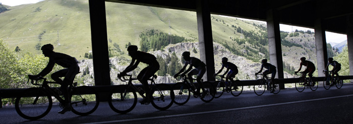 Riders cycle under a tunnel during the 16th stage of the 96th Tour de France cycling race between Martigny and Bourg Saint Maurice, July 21, 2009. REUTERS/Eric Gaillard.